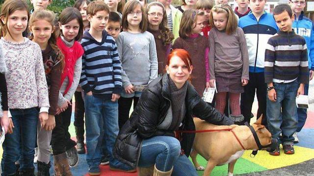 Une educatrice canine lecole sainte marie